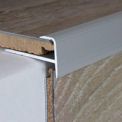 """Einschubprofil """"Fredericton"""", mit Nase für Laminat, 8,5 mm Einfasshöhe, Aluminium eloxiert, gebohrt"""