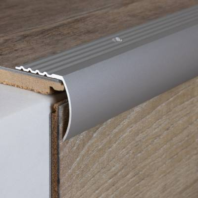 Treppenkante / Winkelprofil 30 x 30 mm Typ: 372 (Aluminium eloxiert, gebohrt)