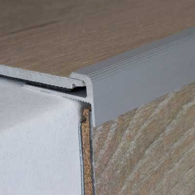 """Einfassprofil """"Stannington"""" mit Nase für Designbeläge, Einfasshöhe 5 mm, Aluminium eloxiert, gebohrt"""
